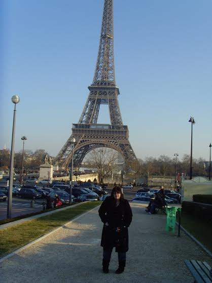 Sarah infront of the Eiffel Tower