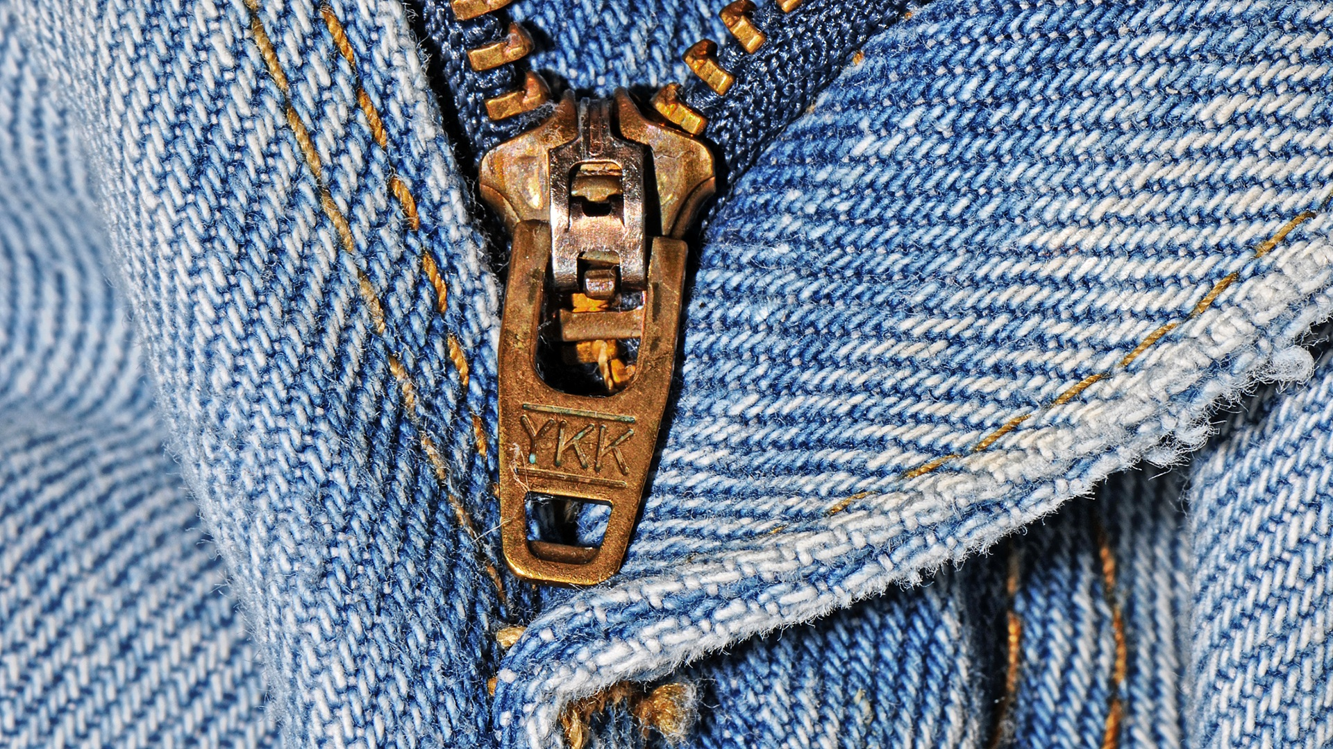 Jeans unzipping
